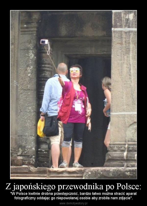 """Z japońskiego przewodnika po Polsce: – """"W Polsce kwitnie drobna przestępczość, bardzo łatwo można stracić aparatfotograficzny oddając go niepowołanej osobie aby zrobiła nam zdjęcie""""."""