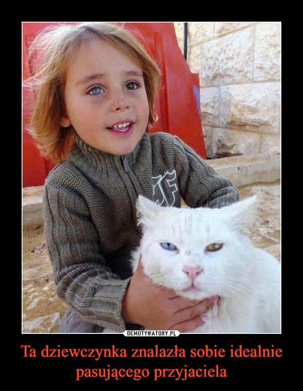 Ta dziewczynka znalazła sobie idealnie pasującego przyjaciela –
