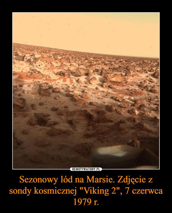 """Sezonowy lód na Marsie. Zdjęcie z sondy kosmicznej """"Viking 2"""", 7 czerwca 1979 r. –"""