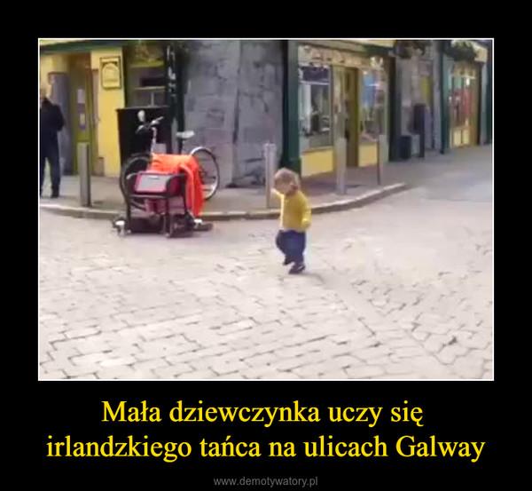 Mała dziewczynka uczy się irlandzkiego tańca na ulicach Galway –