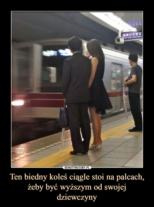 Ten biedny koleś ciągle stoi na palcach, żeby być wyższym od swojej dziewczyny –