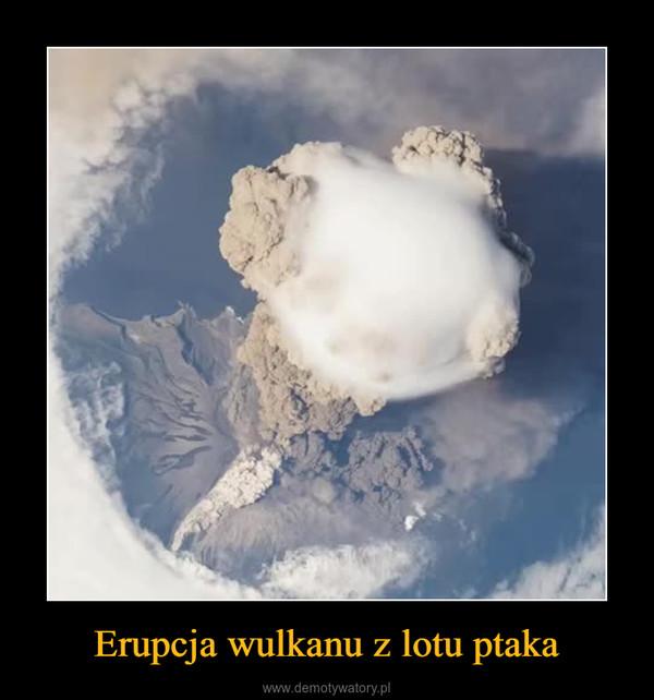 Erupcja wulkanu z lotu ptaka –