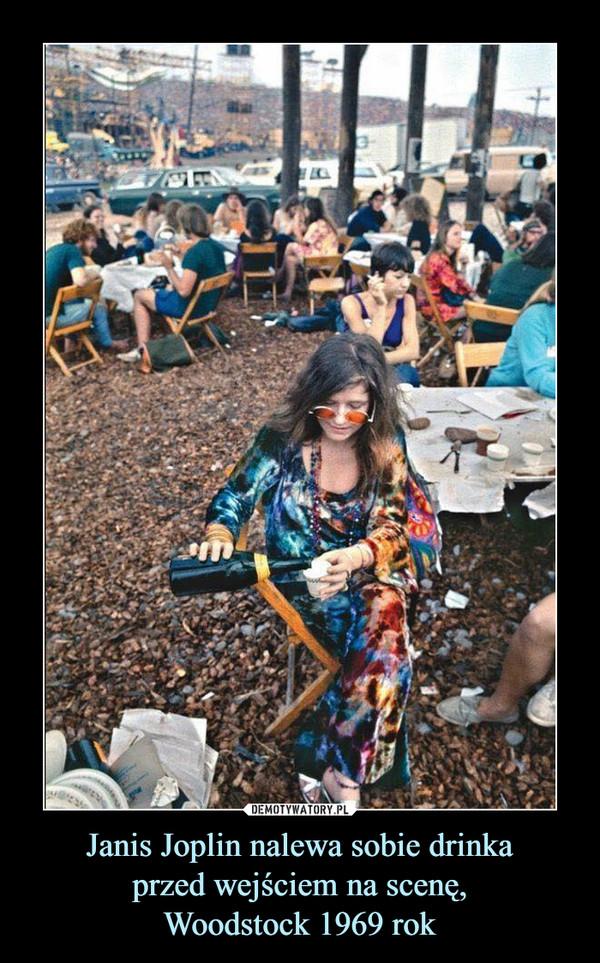 Janis Joplin nalewa sobie drinkaprzed wejściem na scenę,Woodstock 1969 rok –