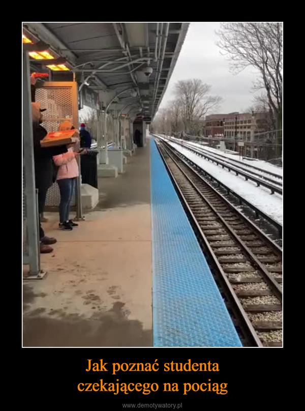 Jak poznać studentaczekającego na pociąg –