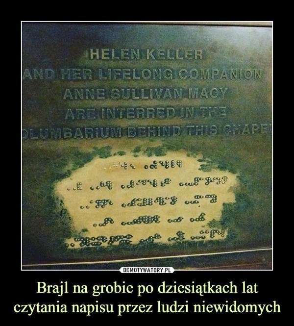 Brajl na grobie po dziesiątkach lat czytania napisu przez ludzi niewidomych –