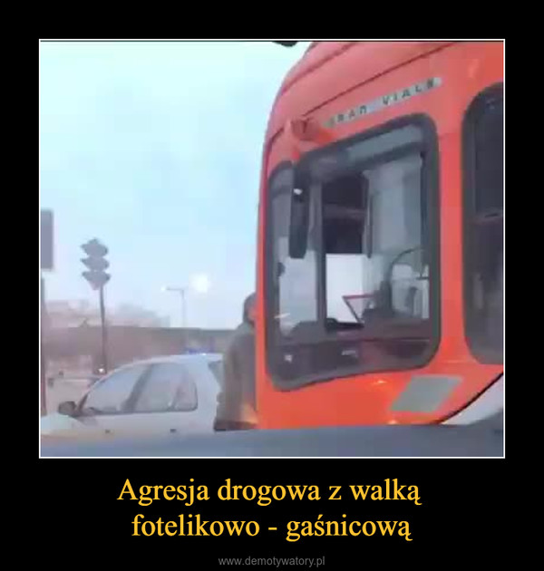 Agresja drogowa z walką fotelikowo - gaśnicową –
