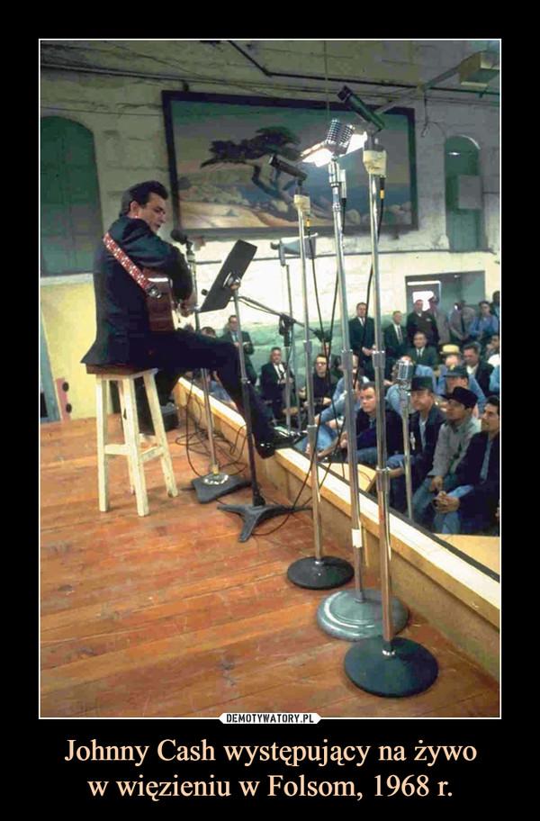 Johnny Cash występujący na żywow więzieniu w Folsom, 1968 r. –