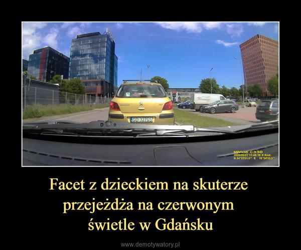 Facet z dzieckiem na skuterze przejeżdża na czerwonym świetle w Gdańsku –