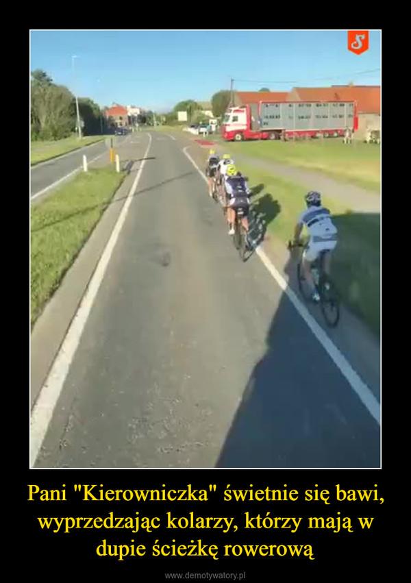 """Pani """"Kierowniczka"""" świetnie się bawi, wyprzedzając kolarzy, którzy mają w dupie ścieżkę rowerową –"""