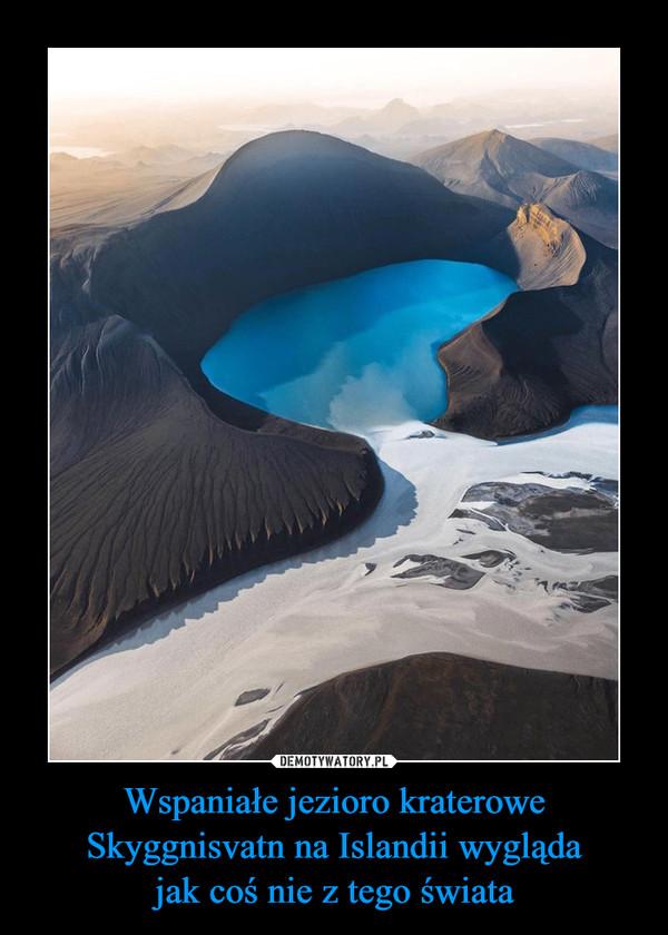 Wspaniałe jezioro kraterowe Skyggnisvatn na Islandii wyglądajak coś nie z tego świata –
