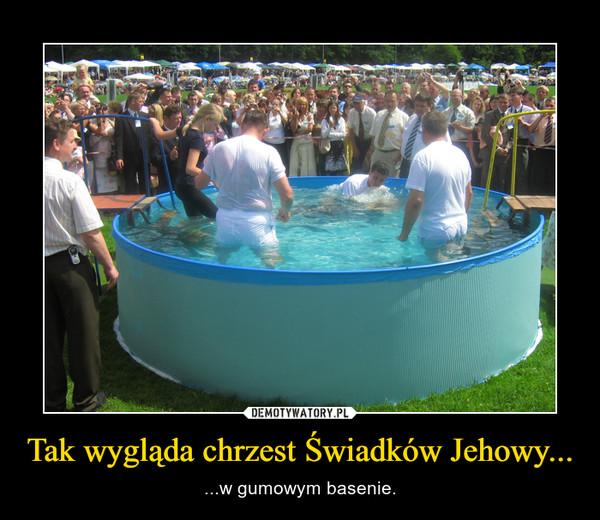 Tak wygląda chrzest Świadków Jehowy... – ...w gumowym basenie.